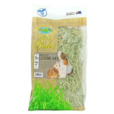 Vetafarm Mini Bale Fresh Cut Lucerne Hay For Rabbits And Guinea Pigs 800gm
